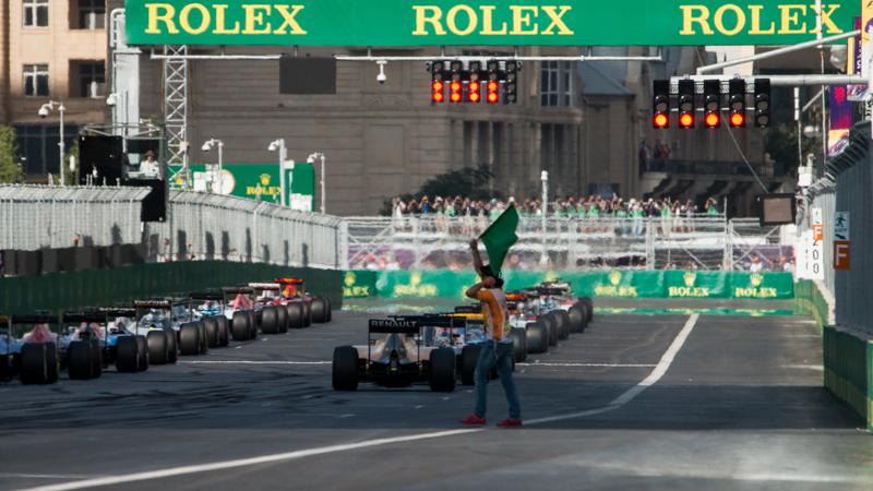 F1, tra le bandiere rosse la spunta unarossa
